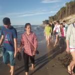 Często chodziliśmy na długie spacery brzegiem morza.