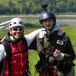 Po udanym locie - pilot Paweł Faron i Franek