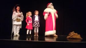 Z Mikołajem na scenie.