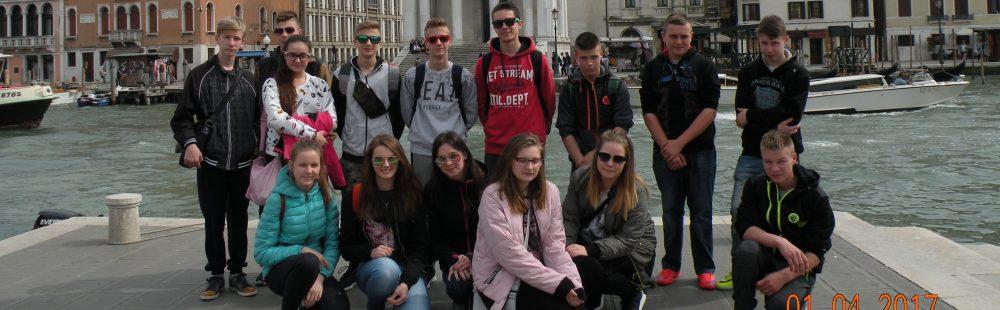 Zespół Szkół w Bujakowie
